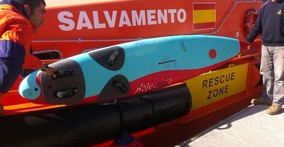 salvamento rescata windsurfista desaparecido