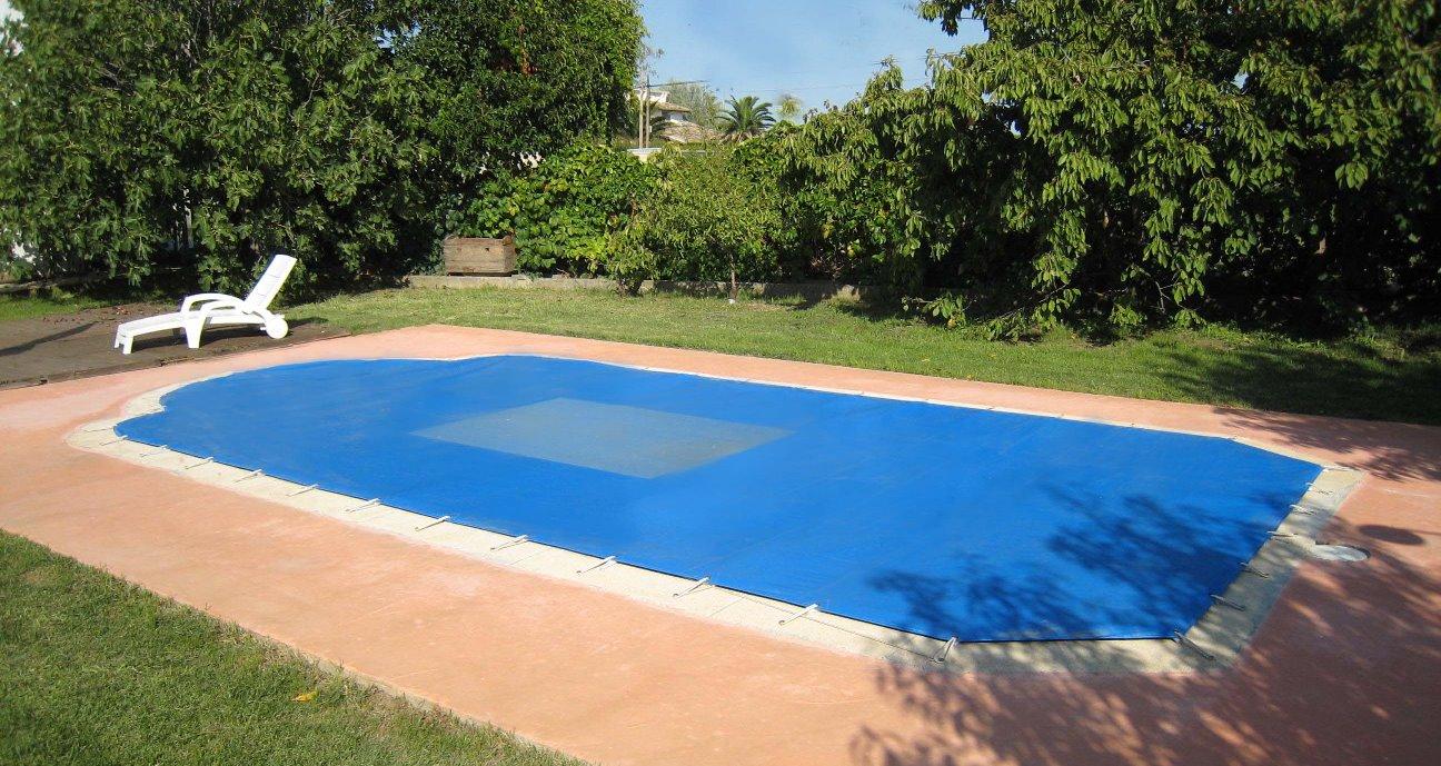 Consejos para el mantenimiento de la piscina durante for Mantenimiento piscina invierno